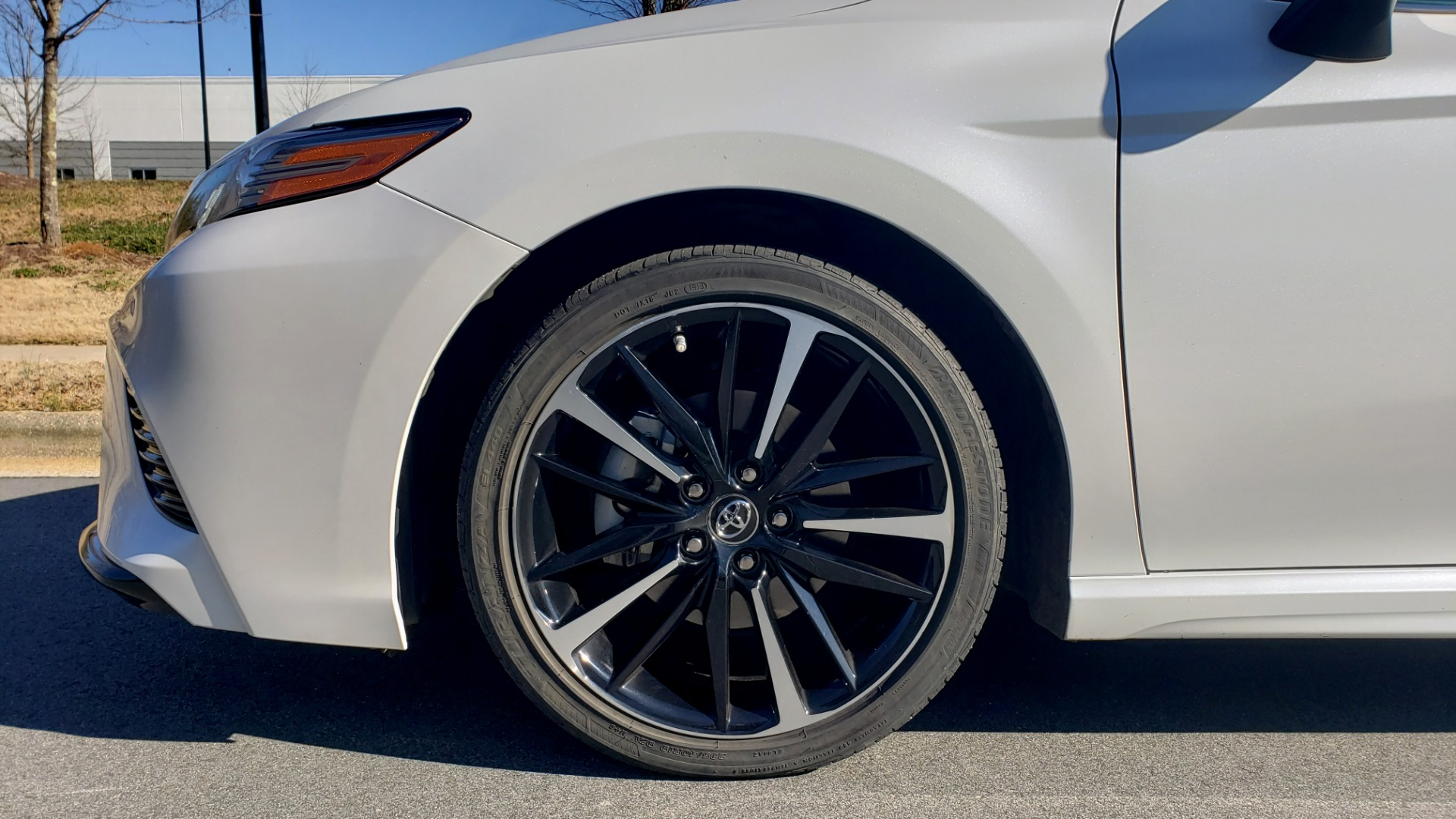 Used 2018 Toyota CAMRY XSE 2.5L SEDAN / 8-SPD AUTO / PANO-ROOF / 19IN WHEELS for sale $22,995 at Formula Imports in Charlotte NC 28227 77
