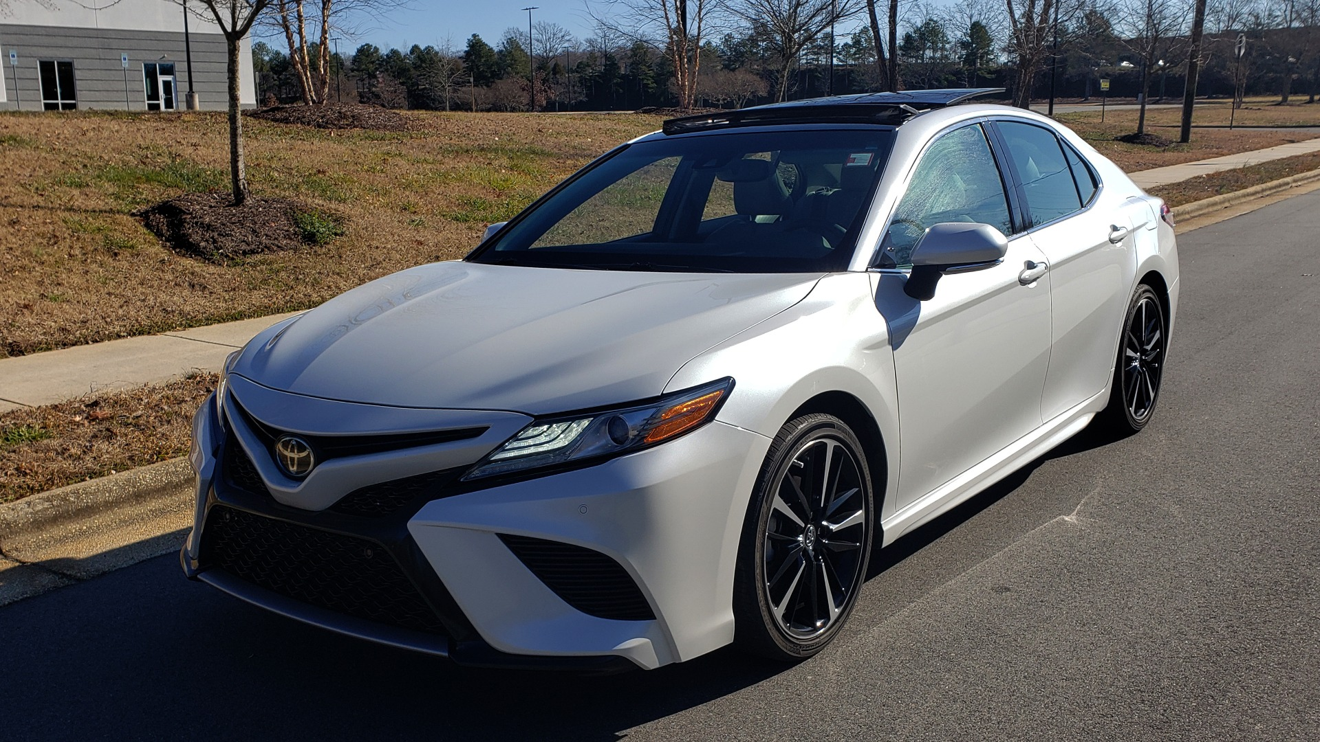 Used 2018 Toyota CAMRY XSE 2.5L SEDAN / 8-SPD AUTO / PANO-ROOF / 19IN WHEELS for sale $22,995 at Formula Imports in Charlotte NC 28227 1
