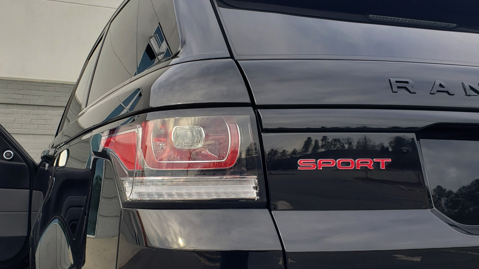 Used 2017 Land Rover RANGE ROVER SPORT HSE DYNAMIC / SC V6 / NAV / MERIDIAN / PANO-ROOF / REARVIEW for sale Sold at Formula Imports in Charlotte NC 28227 130