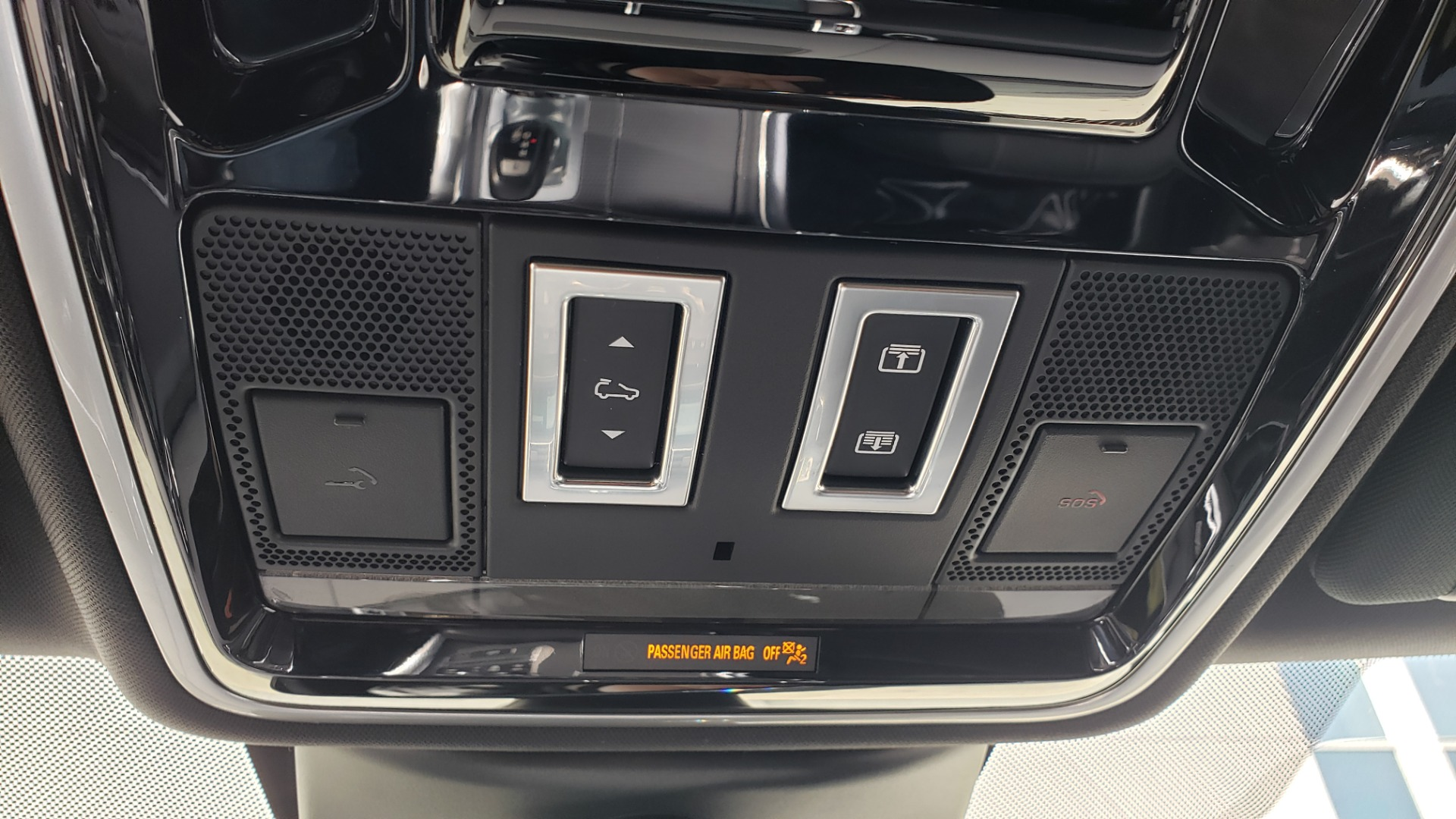 Used 2017 Land Rover RANGE ROVER SPORT HSE DYNAMIC / SC V6 / NAV / MERIDIAN / PANO-ROOF / REARVIEW for sale Sold at Formula Imports in Charlotte NC 28227 157
