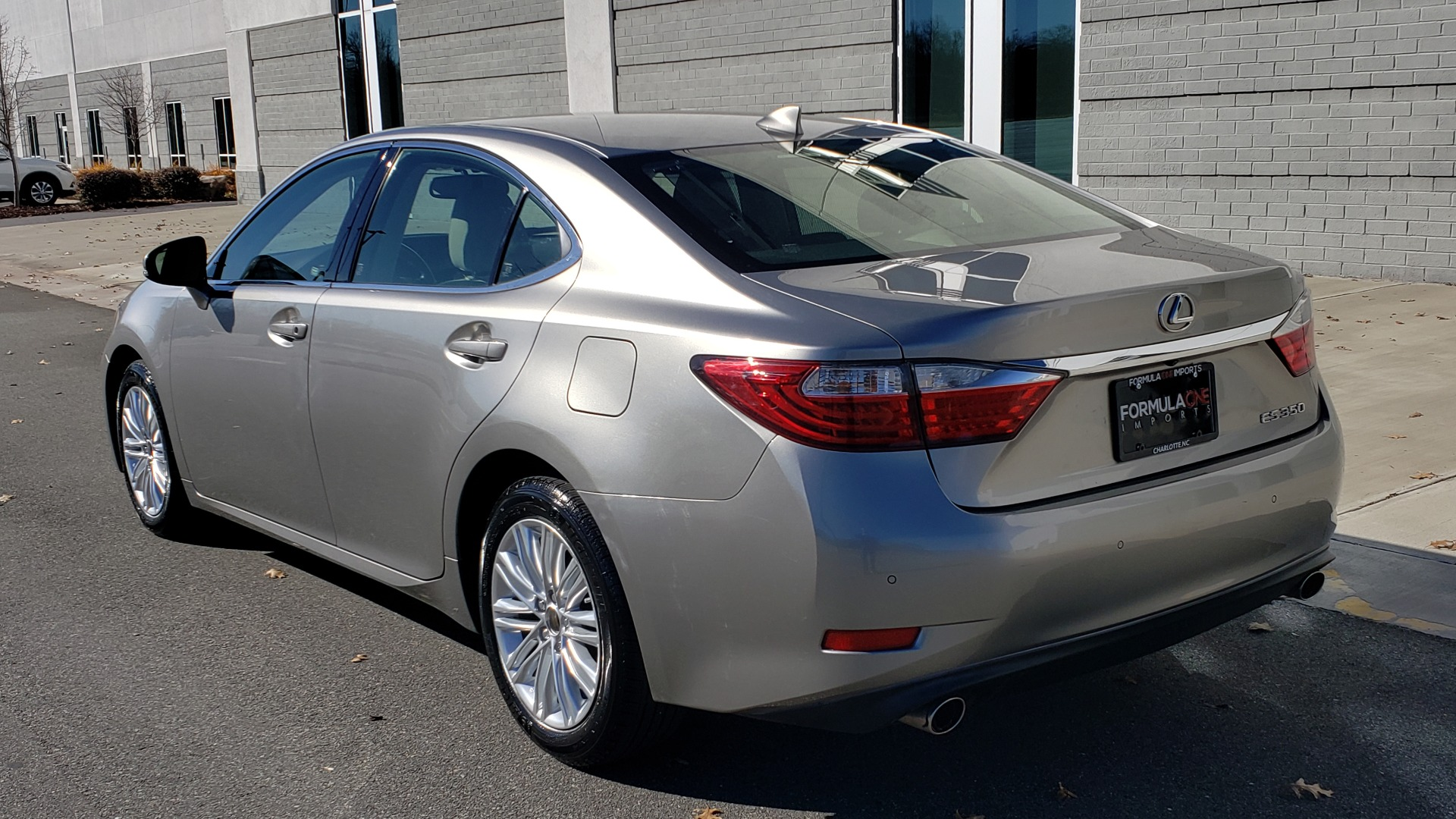 Used 2015 Lexus ES 350 LUXURY PKG / NAV / BSM / LCA / PARK ASSIST / REARVIEW for sale Sold at Formula Imports in Charlotte NC 28227 3