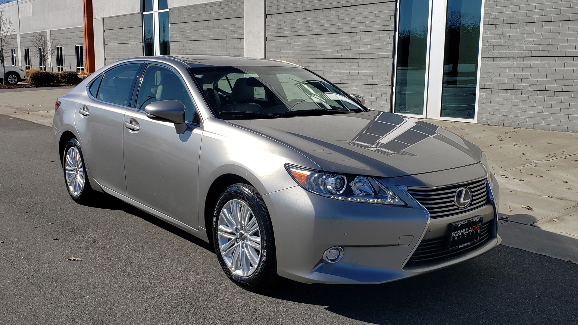 Used 2015 Lexus ES 350 LUXURY PKG / NAV / BSM / LCA / PARK ASSIST / REARVIEW for sale Sold at Formula Imports in Charlotte NC 28227 4