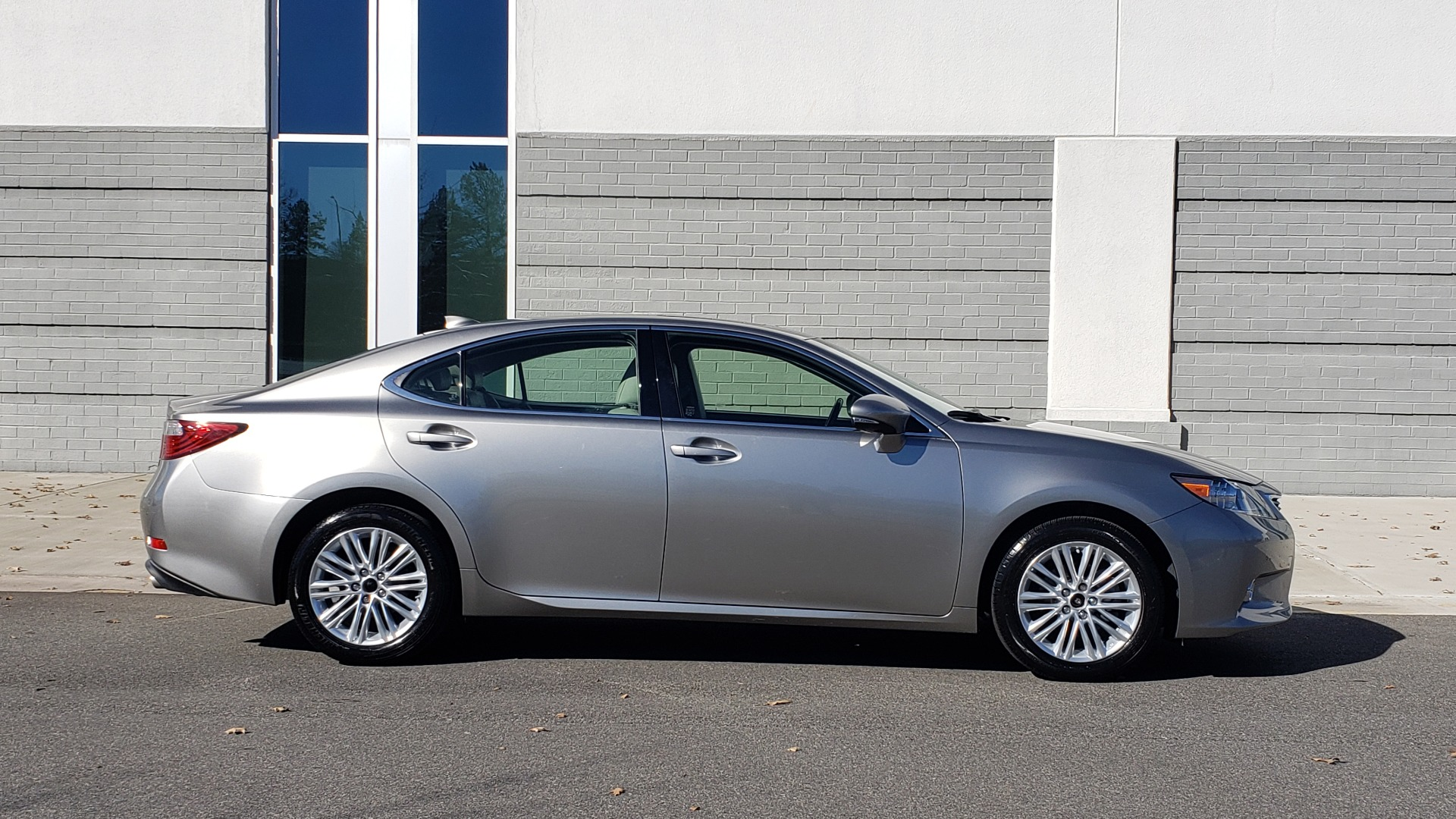 Used 2015 Lexus ES 350 LUXURY PKG / NAV / BSM / LCA / PARK ASSIST / REARVIEW for sale Sold at Formula Imports in Charlotte NC 28227 5
