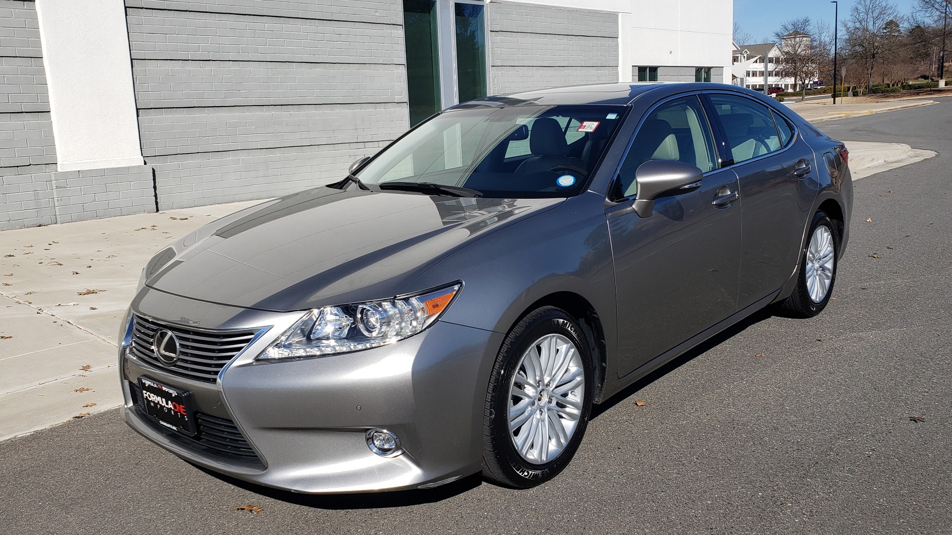 Used 2015 Lexus ES 350 LUXURY PKG / NAV / BSM / LCA / PARK ASSIST / REARVIEW for sale $21,995 at Formula Imports in Charlotte NC 28227 1